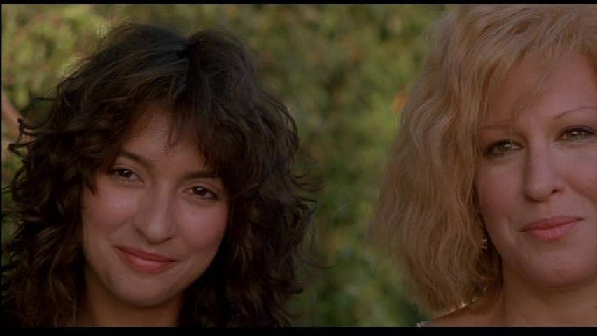 Bette Midler & Elizabeth Pena in Down And Out In Beverly Hill