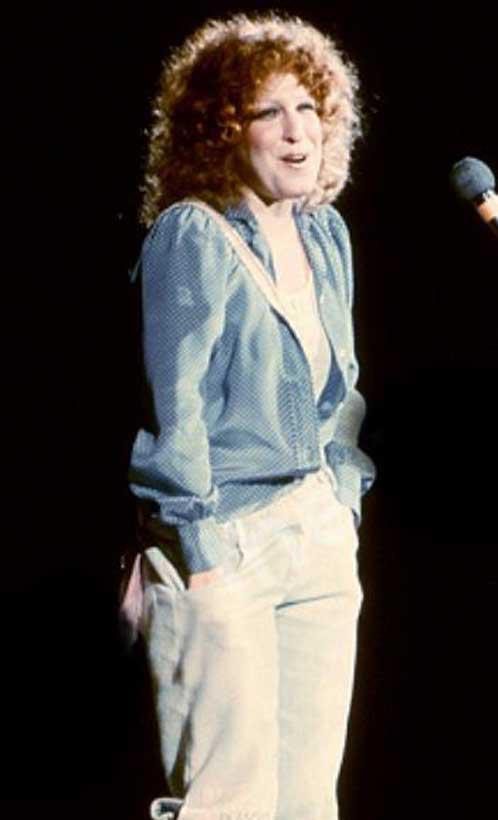 Bette Midler & Barry Manilow - Delta Dawn - 1972 Live